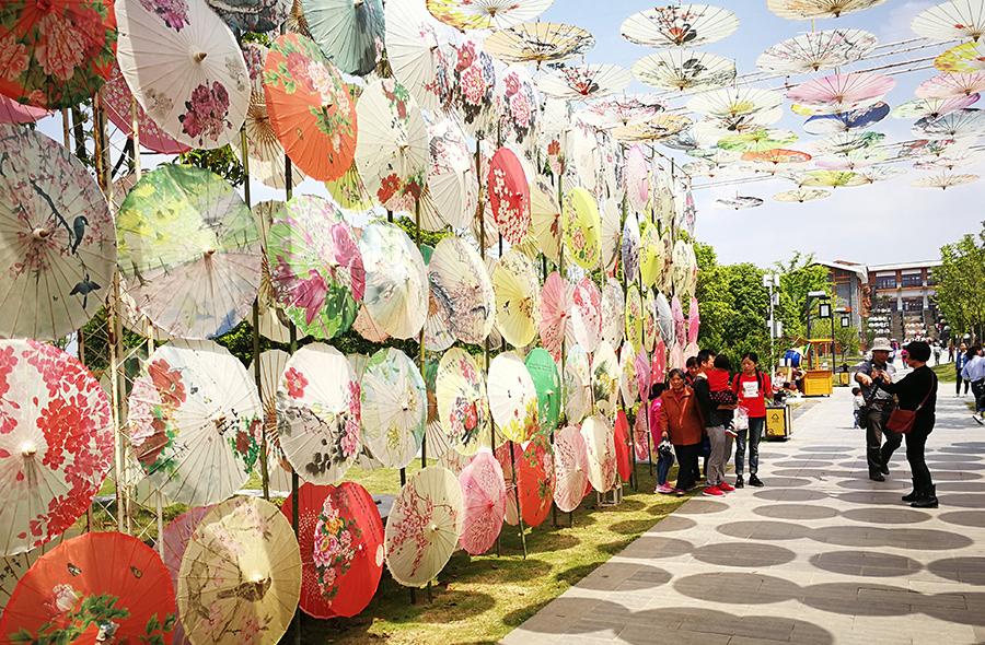 油纸伞展览区